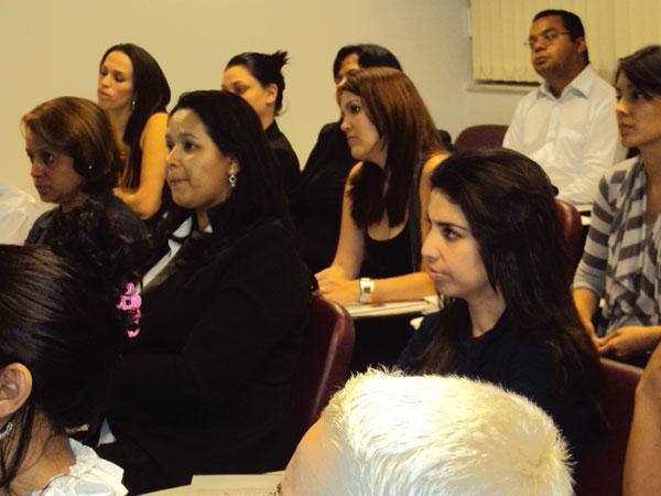 Palestra de Kendi Sakamoto sobre Call Center, para alunos da UBS